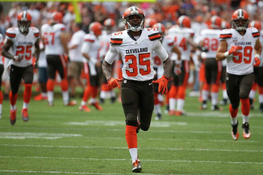 Cleveland Browns defensive back Don Jones takes the field before an NFL football game against the Baltimore Ravens, Sunday, Sept. 18, 2016, in Cleveland. (AP Photo/Ron Schwane) Photo: Ron Schwane, Associated Press / AP