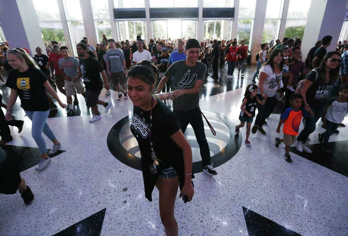 Fans pour into the AT&T Center for the Spurs' Silver and Black open scrimmage on Tuesday, Oct. 18, 2016. (Kin Man Hui/San Antonio Express-News)