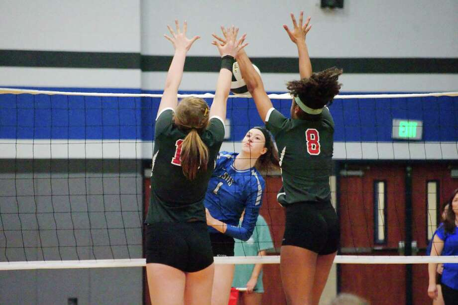 Clear Springs' Lauren Burt goes for the kill against Clear Brook's Jordan Russell and Jaden Newsome Tuesday night. Photo: Kirk Sides / © 2016 Kirk Sides / Houston Community Newspapers
