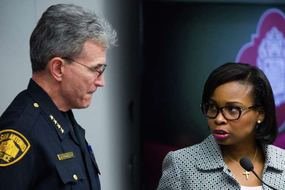 Mayor Ivy Taylor speaks with San Antonio Police Chief William McManus during a meeting Oct. 18 of the Mayor's Council on Police-Community Relations at San Antonio's City Hall. Photo: Ray Whitehouse /For The San Antonio Express-News