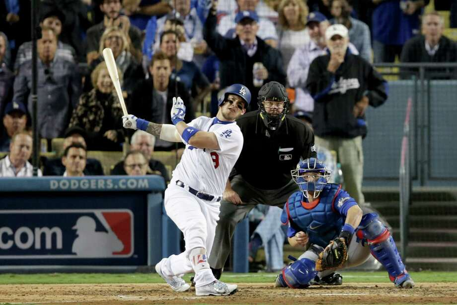 Yasmani Grandal strikes the biggest blow of Game 3 with a two-run homer in the fourth inning. Photo: Jeff Gross, Stringer / 2016 Getty Images