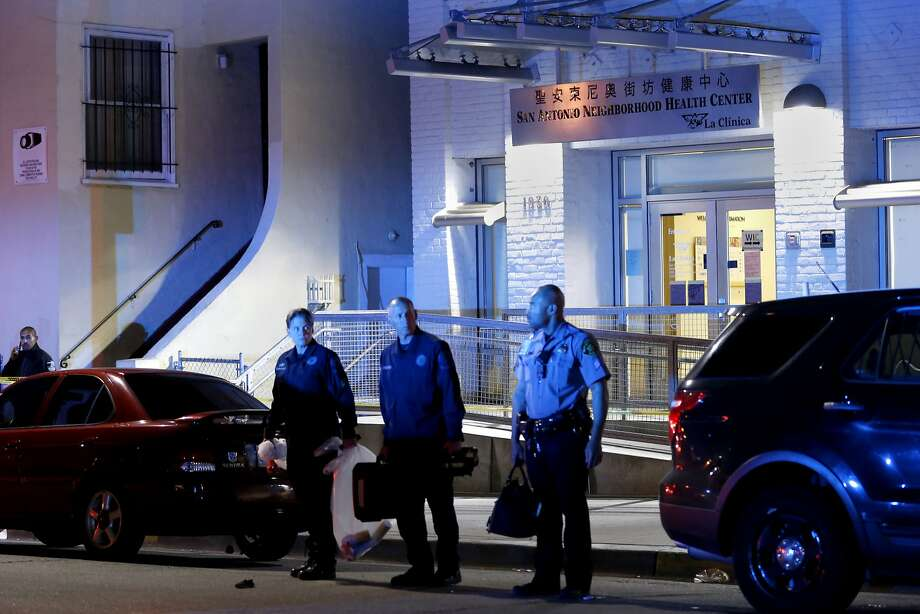 Bomb squad and police officials exit the San Antonio Health Neighborhood Health Center, on Tuesday, Oct. 18, 2016 in Oakland, Calif. Police said a man detonated a pipe bomb and killed himself in the lobby. No other person, including staff members, were in the lobby at the time of the explosion. Photo: Santiago Mejia, The Chronicle