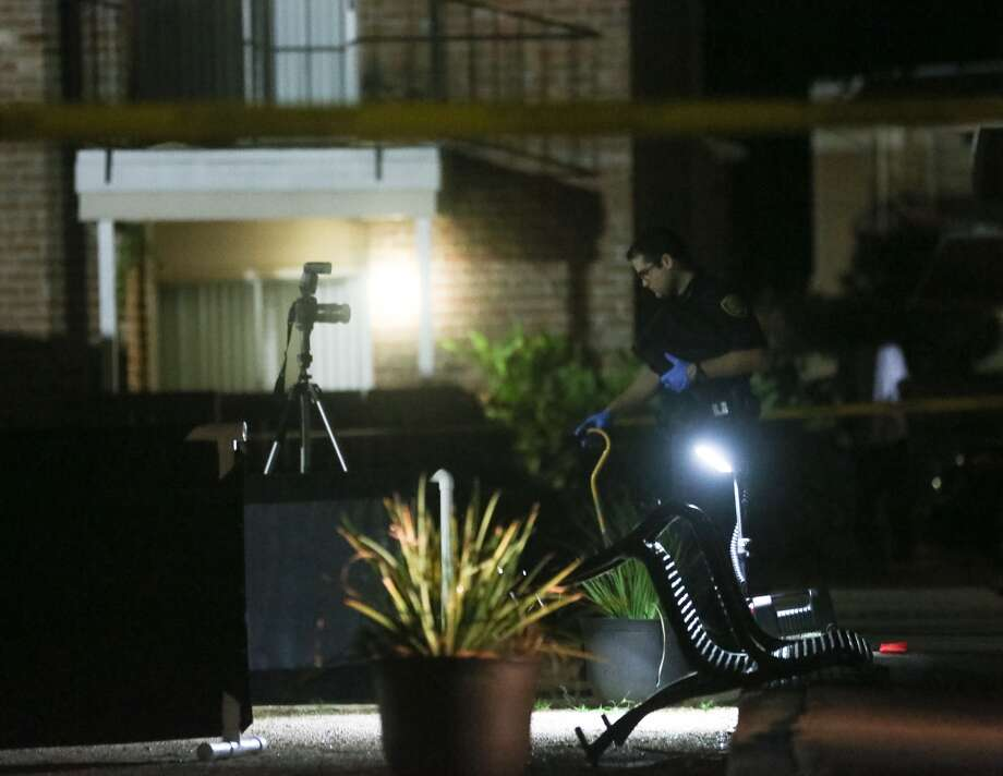 Houston Police investigate a homicide at the Woods on Lamonte apartments, in the 4800 block of Lamonte Blvd, Wed. Oct. 19, 2016, in Houston. ( Jon Shapley / Houston Chronicle )