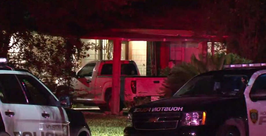 Police fired a Taser at a man to take him into custody during a tense standoff that beganabout 11:45 p.m. Tuesday, Oct. 18, 2016,at a residence in the 1400 block of Confederate Street in west Houston. (Metro Video)