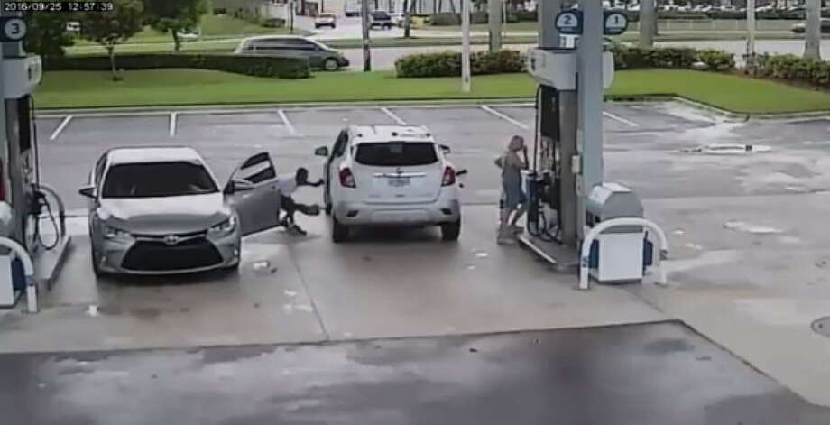 A suspect stole a woman's purse from her car while she was distracted at a gas pump in Parkland, Florida. Photo: Broward Sheriff's Office