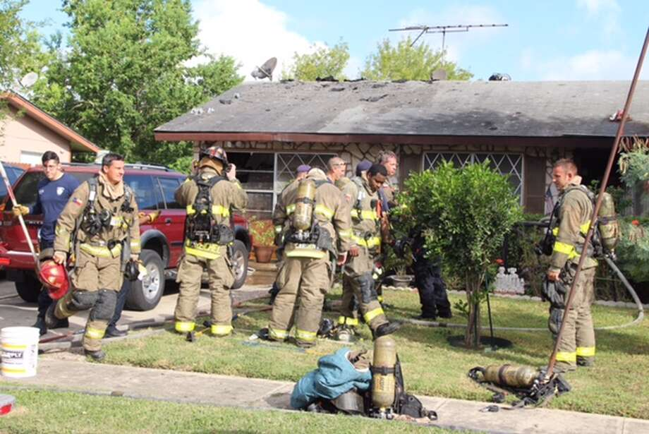 Firefighters responded to a structure fire at a residence in the 5800 block of Castle Lake on Oct. 19, 2016. Photo: Tyler White / San Antonio Express-News