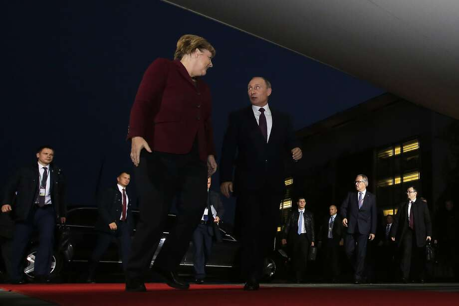 German Chancellor Angela Merkel (center left) welcomes Russian President Vladimir Putin for a conference with the leaders of Russia, Ukraine and France in Berlin. Photo: Markus Schreiber, Associated Press