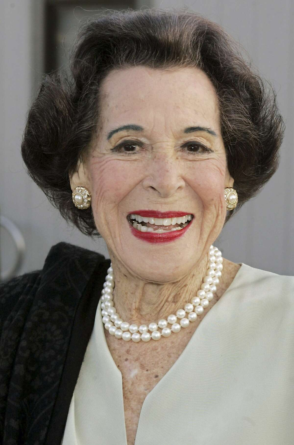 Actress Kitty Carlisle Hart arrives at the the opening of a play in Los Angeles in this April 20, 2005 file photo. Carlisle Hart died at the age of 96, her son announced April 18, 2007. REUTERS/Fred Prouser/Files (UNITED STATES)