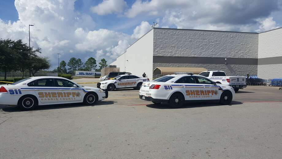 Police investigate a stabbing in the parking lot of the Crosby Walmart store on Wednesday, Oct. 19, 2016. Photo: Melanie Feuk/Lake Houston Observer