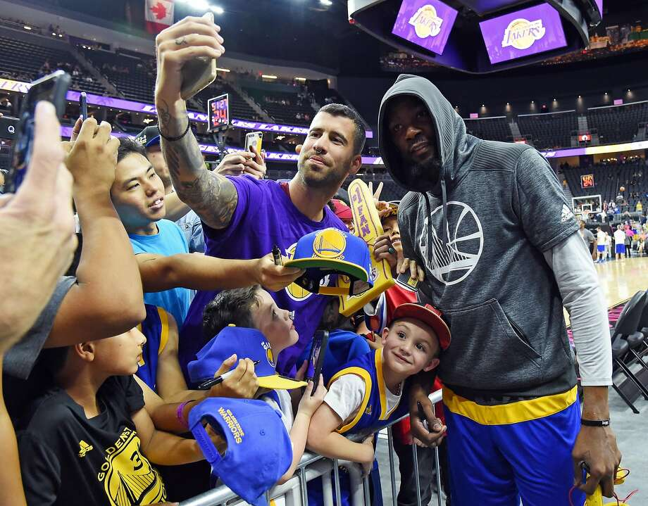 *** BESTPIX *** LAS VEGAS, NV - OCTOBER 15:  Kevin Durant #35 of the Golden State Warriors poses for selfies with fans before a preseason game against the Los Angeles Lakers at T-Mobile Arena on October 15, 2016 in Las Vegas, Nevada. NOTE TO USER: User expressly acknowledges and agrees that, by downloading and or using this photograph, User is consenting to the terms and conditions of the Getty Images License Agreement.  (Photo by Ethan Miller/Getty Images) Photo: Ethan Miller