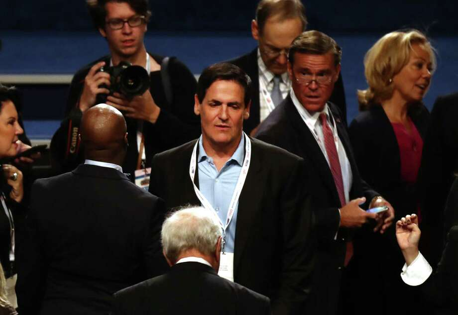 Mark Cuban, billionaire owner of the National Basketball Association's (NBA) Dallas Mavericks basketball team, speaks with attendees ahead of the third U.S. presidential debate in Las Vegas, Nevada, U.S., on Wednesday, Oct. 19, 2016. Donald Trump is trying another wild-card play in the third and final presidential debate with Hillary Clinton in perhaps his last chance to reverse his campaign's spiral and halt his Democratic rival's rising electoral strength. Photographer: Andrew Harrer/Bloomberg Photo: Bloomberg / © 2016 Bloomberg Finance LP