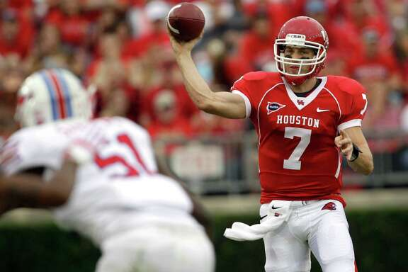 David Klingler and Case Keenum, below, combined to throw for more than 29,000 yards at UH.