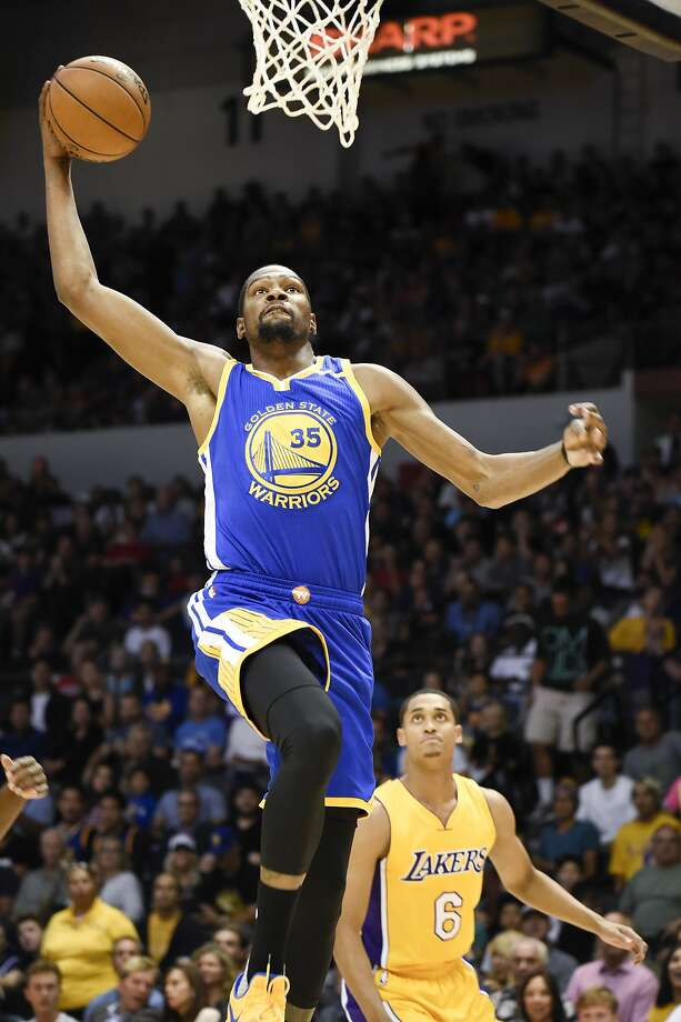 Newest Splash Brother Kevin Durant goes up for a dunk in the first half of the Warriors' win in San Diego. Photo: Denis Poroy, Associated Press