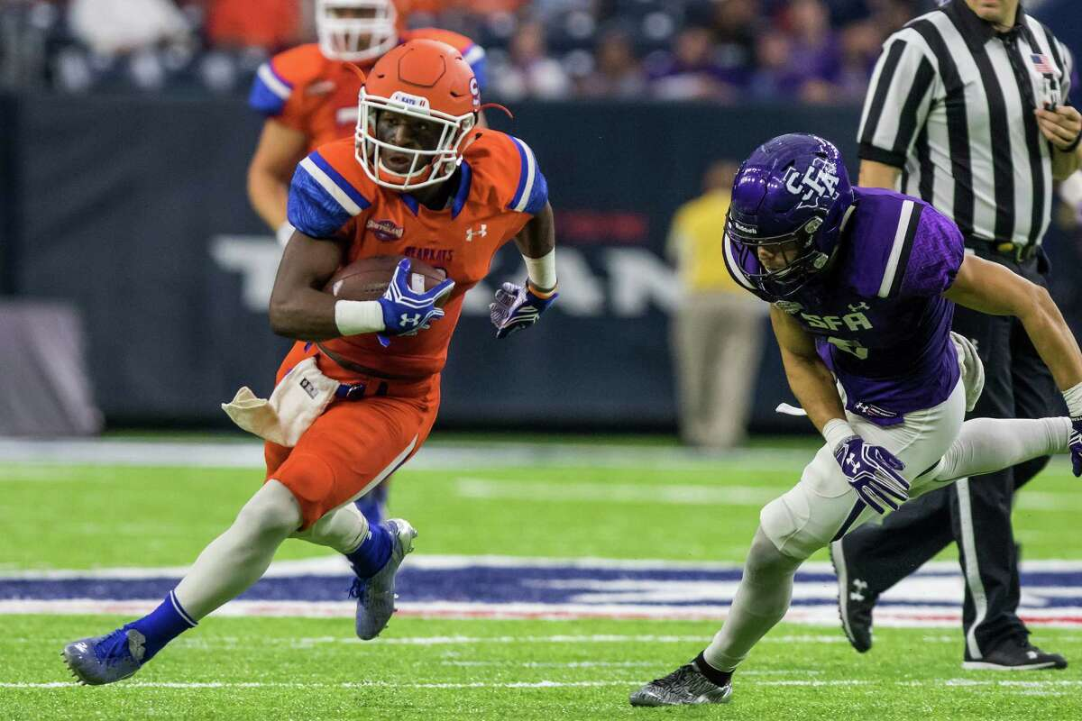 Sam Houston State wideout Yedidiah Louis (9) catches a pass in the middle of the field in the Battle of the Piney Woods, NCAA Football Championship Subdivision football game at NRG Stadium on Saturday, October 1, 2016, in Houston. (Joe Buvid / For the Houston Chronicle)