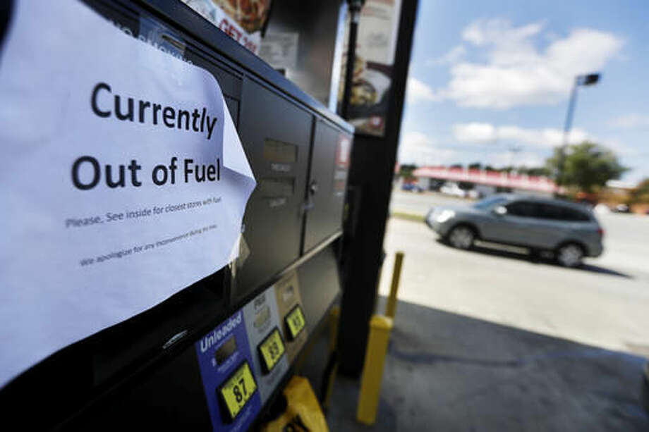 "A sign informs customers of a gas outage at a station in Smyrna, Ga., Monday, Sept. 19, 2016. Gas prices spiked and drivers found ""out of service"" bags covering pumps as the gas shortage in the South rolled into the work week, raising fears that the disruptions could become more widespread. Georgia Gov. Nathan Deal issued an executive order Monday aimed at preventing price gouging. (AP Photo/David Goldman)"