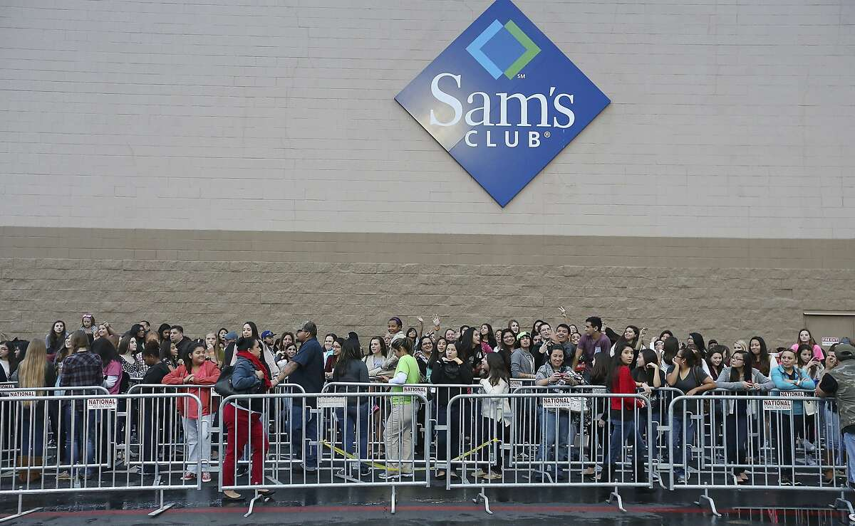 Click through the slideshow to see which major U.S. retailers will be closed on Thanksgiving. Sam's Club Source: BestBlackFriday