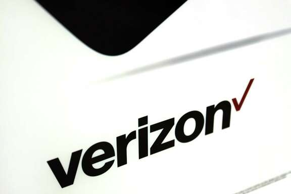 In its largest division, selling internet service to millions of wireless customers, Verizon is dealing with increasing competition, leading to its worst quarter of subscriber growth in more than six years..