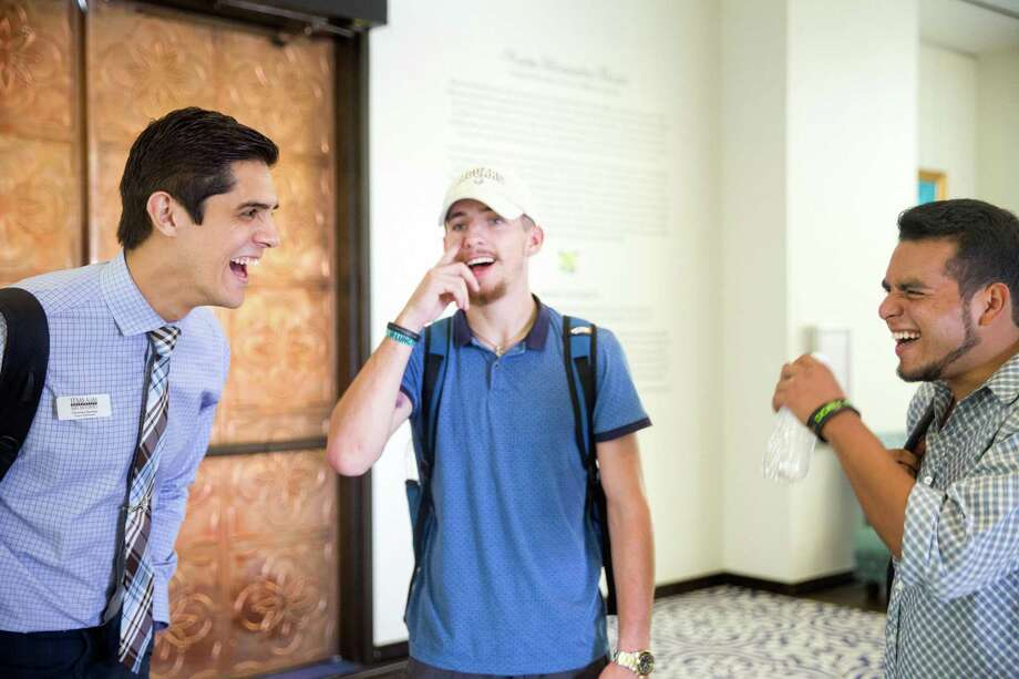 San Antonio, Texas -- October 6, 2016 -- Christian Harmon, left, talks with Noah Hildebrand, center, and Efrain Aguero, right, at Texas A&M San Antonio. Ray Whitehouse / for the San Antonio Express-News Photo: Ray Whitehouse, Photographer / For The San Antonio Express-News