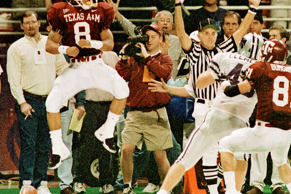 A&M's Sirr Parker jumps for joy as the official signals what proved to be the winning td in overtime.   Texas A&M University Vs Kansas State University the Big 12 Championship Game at Trans World Dome in St. Louis, also featuring Michael Bishop. HOUCHRON CAPTION (12/06/1998): Texas A&M's Sirr Parker leaps into the end zone with the dramatic game-winning touchdown.
