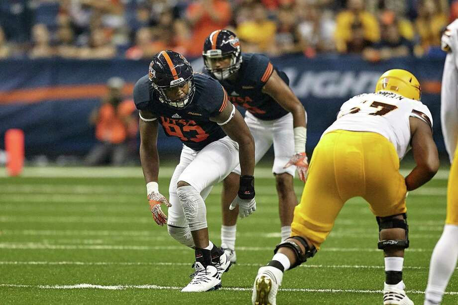 UTSA defensive end Marcus Davenport, lining up against Arizona State on Sept. 16, 2016, at the Alamodome, is the team's top pass-rushing threat. Photo: Jeff Huehn /UTSA Athletics / ©2016 Jeff Huehn