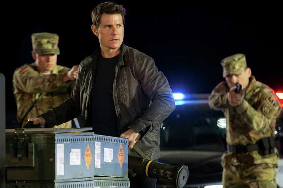 """Tom Cruise stars in """"Jack Reacher: Never Go Back."""""""
