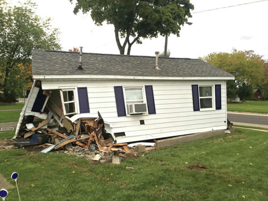 Out of control - Huron Daily Tribune Mobile Home Hydrant on mobile home fire, mobile home fence, mobile home pipe, mobile home horizon, mobile home dog, mobile home heating, mobile home water main, mobile home helicopter, mobile home faucet, mobile home street, mobile home meter, mobile home sewer,