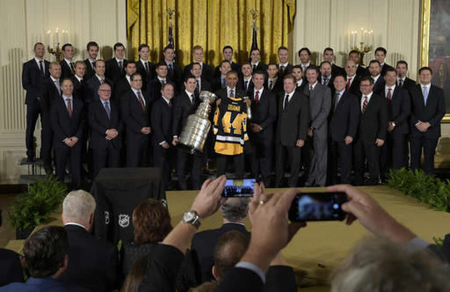 President Barack Obama poses with the 2016 Stanley Cup champion Pittsburgh Penguins in the East Room of the White House in Washington, Thursday, Oct. 6, 2016. (AP Photo/Susan Walsh)