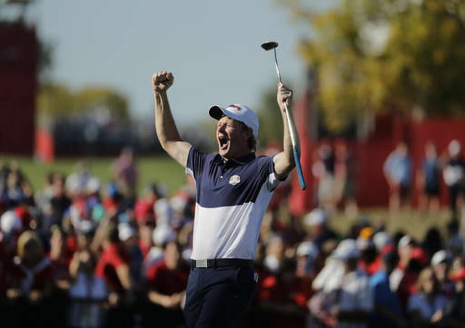 United States' Brandt Snedeker reacts on the 16th hole during a singles match at the Ryder Cup golf tournament Sunday, Oct. 2, 2016, at Hazeltine National Golf Club in Chaska, Minn. (AP Photo/Charlie Riedel)