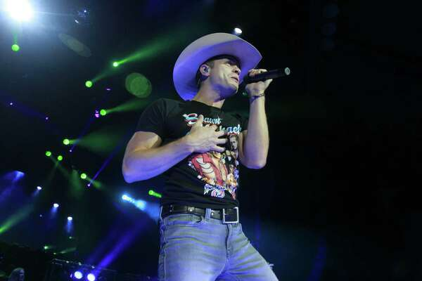 Dustin Lynch performing in the Woodlands.  (For the Chronicle/Gary Fountain, October 20, 2016)