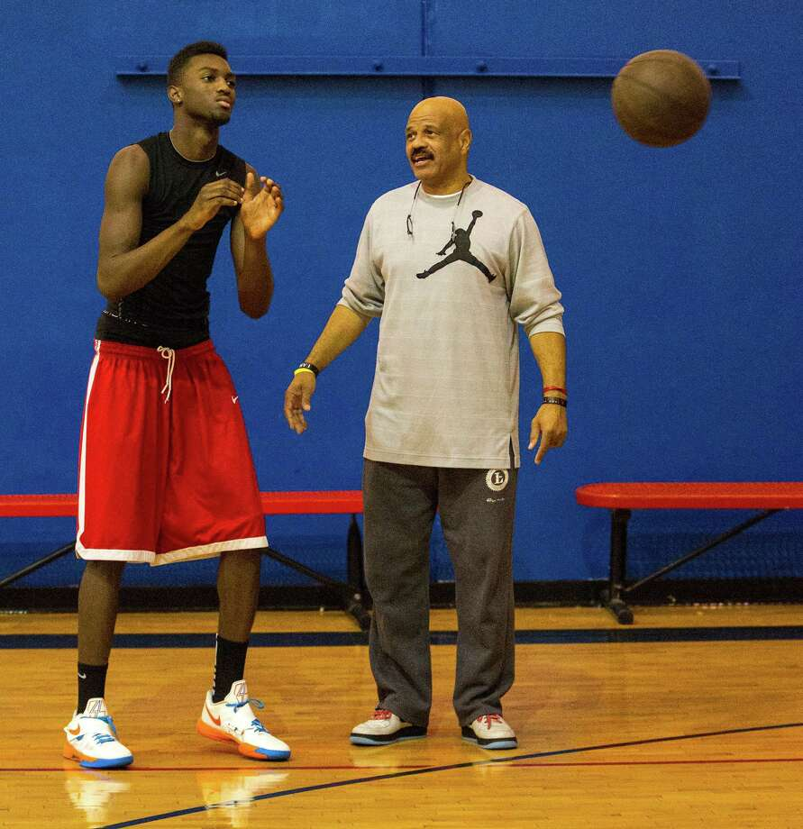 Rockets coach John Lucas to be featured on Tennis Channel