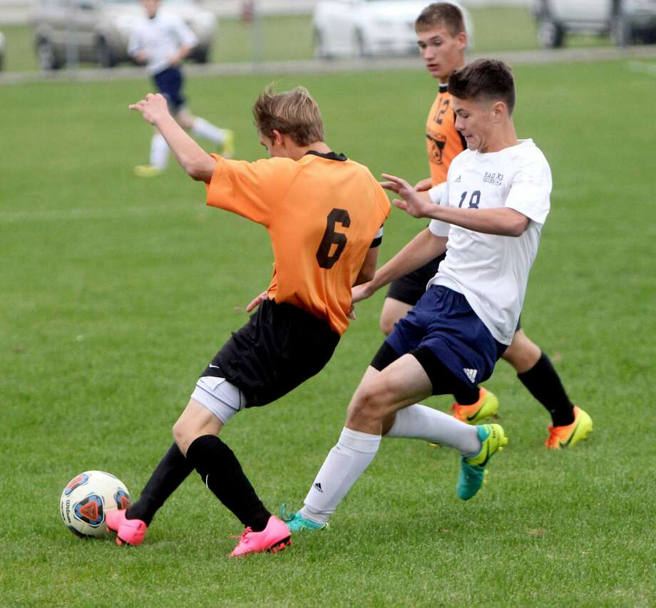 Bad Axe 2, Harbor Beach 1 (2OT) Photo: Seth Stapleton/Huron Daily Tribune