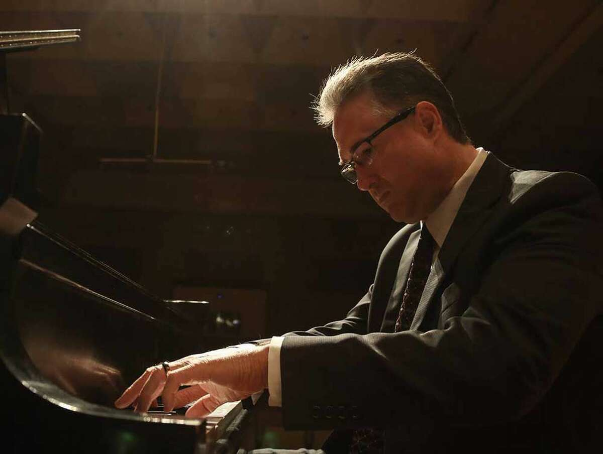 Fritz Gechter will perform as piano soloist with the Laredo Philharmonic Orchestra on Oct. 16.