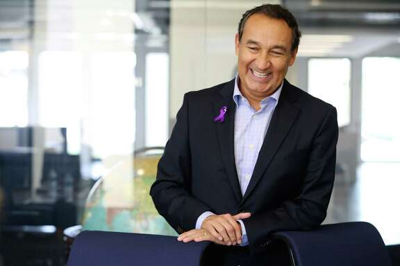 Oscar Munoz is eradicating the divide between former United and former Continental workers.