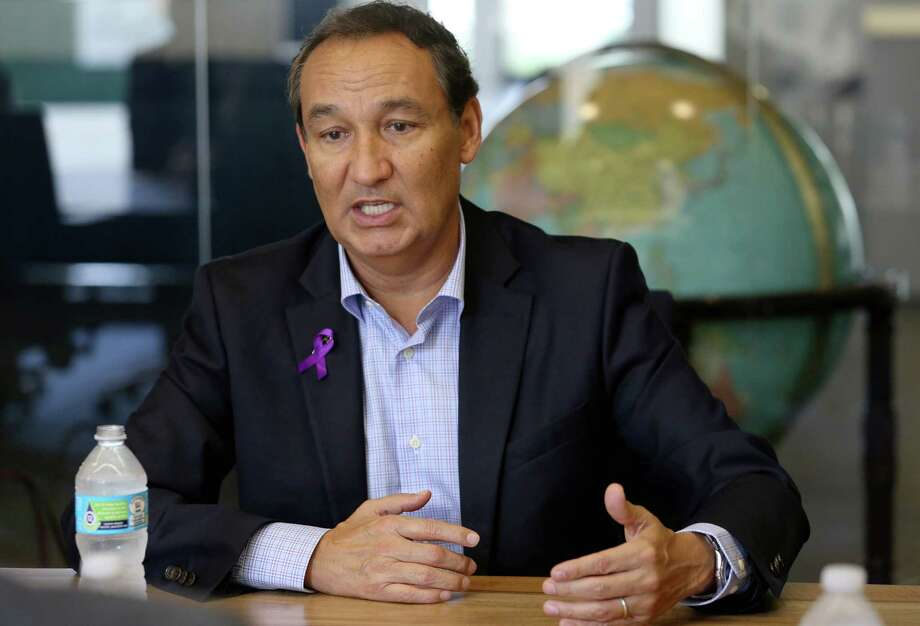 CEO Oscar Munoz began United Airline's second-quarter earnings call with an apology for the now infamous incident whereDr. David Dao was violently dragged from a plane.Keep going for a look at how the internet reacted to the infamous United Airlines video. Photo: Yi-Chin Lee, Staff / © 2016  Houston Chronicle