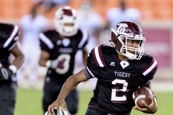 Averion Hurts (2) runs around right end in the second half against the Mississippi Valley State Devils in a SWAC college football game on Saturday, September 17, 2016 at BBVA Compass Stadium in Houston Texas.