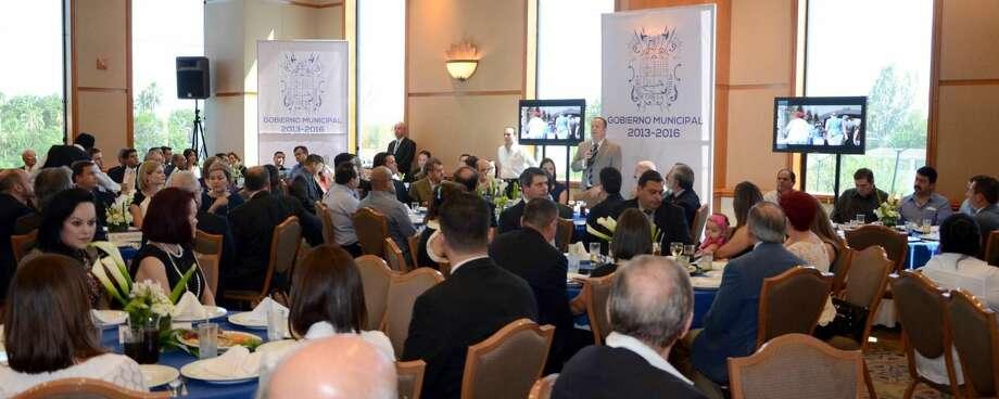 El Presidente Municipal de Nuevo Laredo, México, Carlos Canturosas Villarreal, sostuvo reunión con grupos de gobierno y de iniciativa privada de Nuevo Laredo y Laredo. (Foto de cortesía)