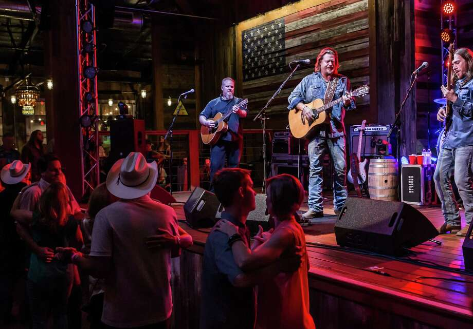 October 14 2016:  Guest appearance by Charlie Robison at the Redneck Country Club in  in Stafford, Texas.  (Leslie Plaza Johnson/Chronicle) Photo: Leslie Plaza Johnson, Freelancer / Freelance