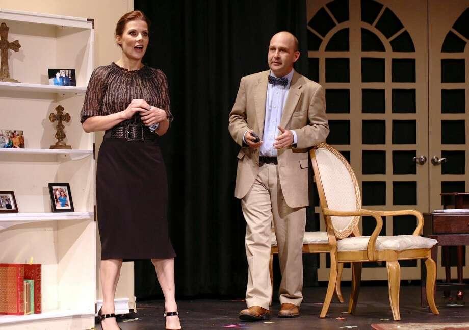 Letty Cantú y David Volpe presentan un acto durante la Noche de Prensa del Festival de Teatro Chicano, el miércoles por la noche en Laredo Little Theater. La obra se presenta este fin de semana. (Foto por Victor Striffe/LMT)