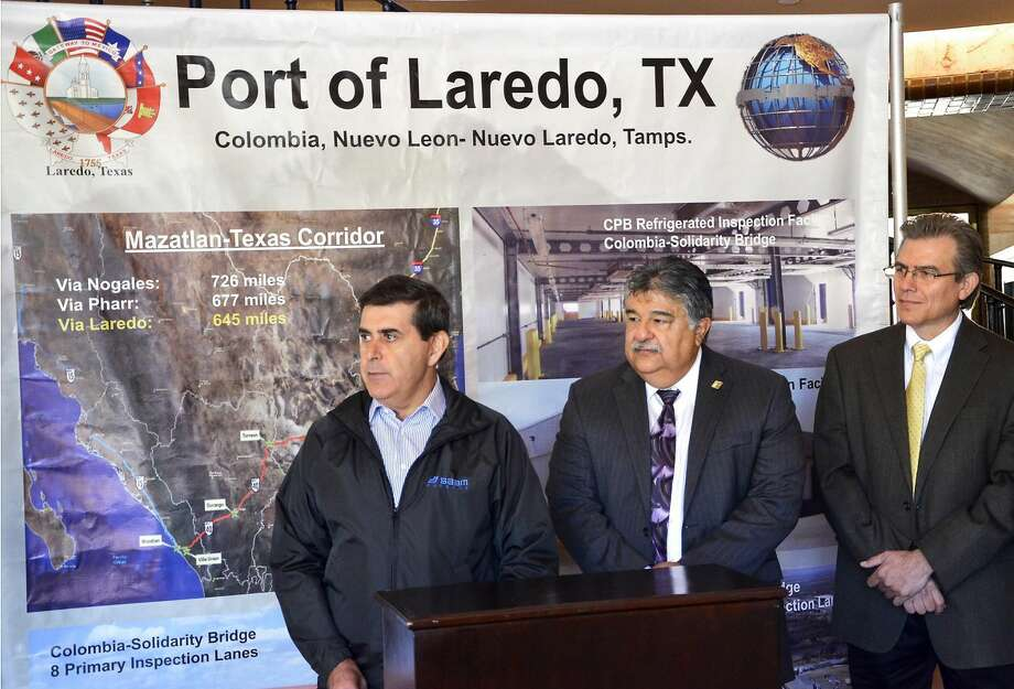 General Director of the Port of Mazatlan, Mexico Jorge Ivan Cardenas Castillo, left, was accompanied by Assistant City Manager for Laredo, Jesus Olivares, center and Bridge Director Mario Maldonado, right, at a press conference Monday morning at City Hall. Besides being introduced to the media at the press conference, Cardenas Castillo got a tour of the bridges in an effort to promote the Mazatlan-Texas Corridor. (Photo by: Cuate Santos