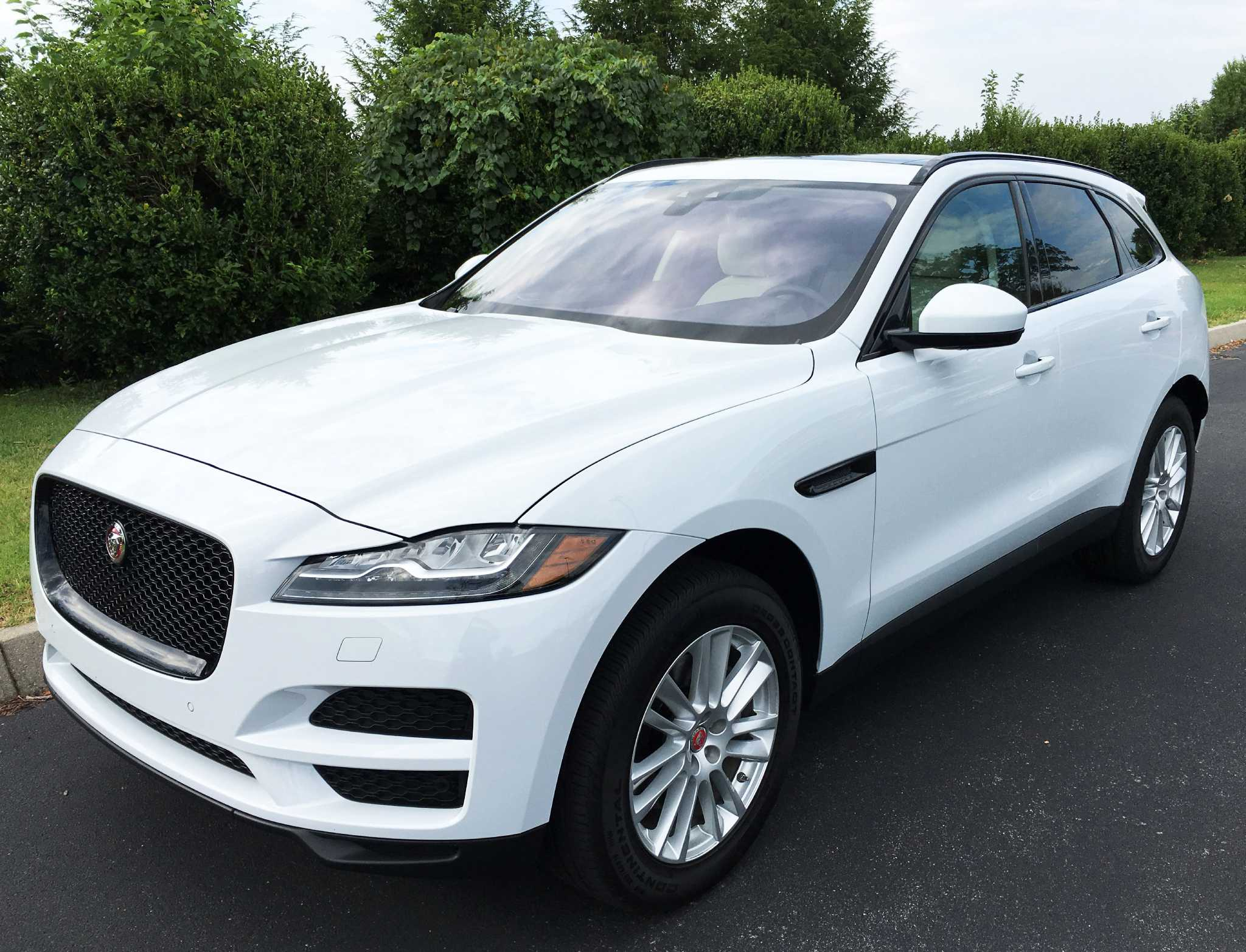 Jaguar introduces 2016 F-Pace