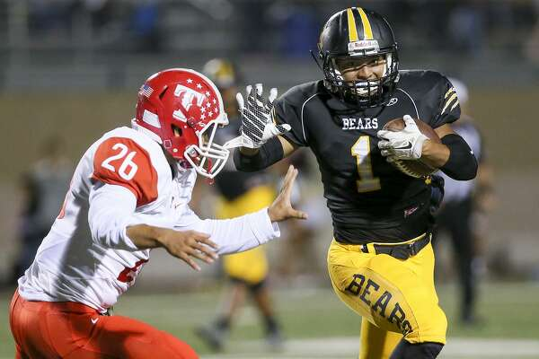 Brennan's Albert Arguijo (right) tries to run past Taft's Miguel Trevino during the second half of their District 28-6A high school football game at Farris Stadium on Thursday, Oct. 20, 2016.  Brennan beat Taft 42-7.  MARVIN PFEIFFER/ mpfeiffer@express-news.net