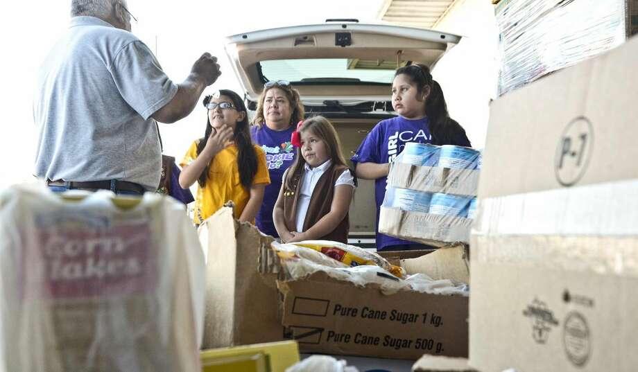 Niñas exploradoras de la tropa 9167 recibieron un gran 'gracias' debido a su donación de 400 dólares en suministros alimenticios donados al Banco de Alimentos del Sur de Texas. (Foto de archivo por Ulysses S. Romero