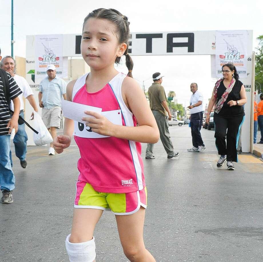 Laredo Morning TimesEl ganador del primer lugar de Fundadores 5K, Juan Jesus Magallon, corriendo en el Puente Internacional Lincoln-Juárez la mañana del domingo.