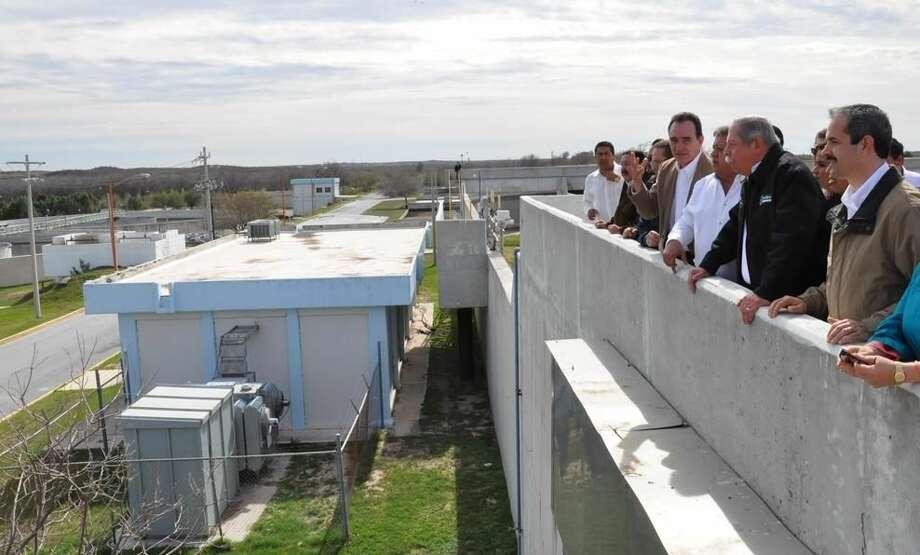 El Gobernador de Tamaulipas, Egidio Torre Cantú, encabezó el jueves una gira de trabajo por Nuevo Laredo, México. (Foto de cortesía/Gobierno de Nuevo Laredo)