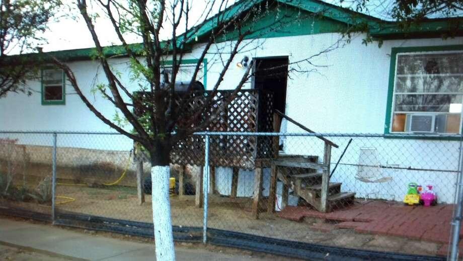 La imagen de cortesía muestra la residencia ubicada en 4714 Tamayo Court donde agentes del Departamento de Policía de Laredo arrestaran a dos personas y recuperaran como evidencia 6.2 gramos de cocaína. (Foto de cortesía/LPD)
