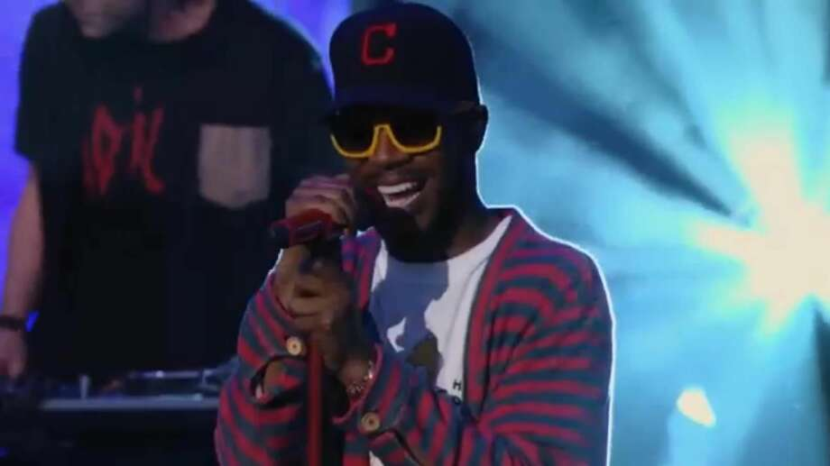 "Kid Cudi interpretando ""Just What I Am"" durante una presentación en televisión. (Foto de cortesía)"