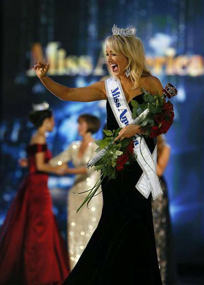 Miss Arkansa Savvy Shields waves to the crowd after being named Miss America 2017, Sunday, Sept. 11, 2016, in Atlantic City, N.J. (AP Photo/Noah K. Murray)