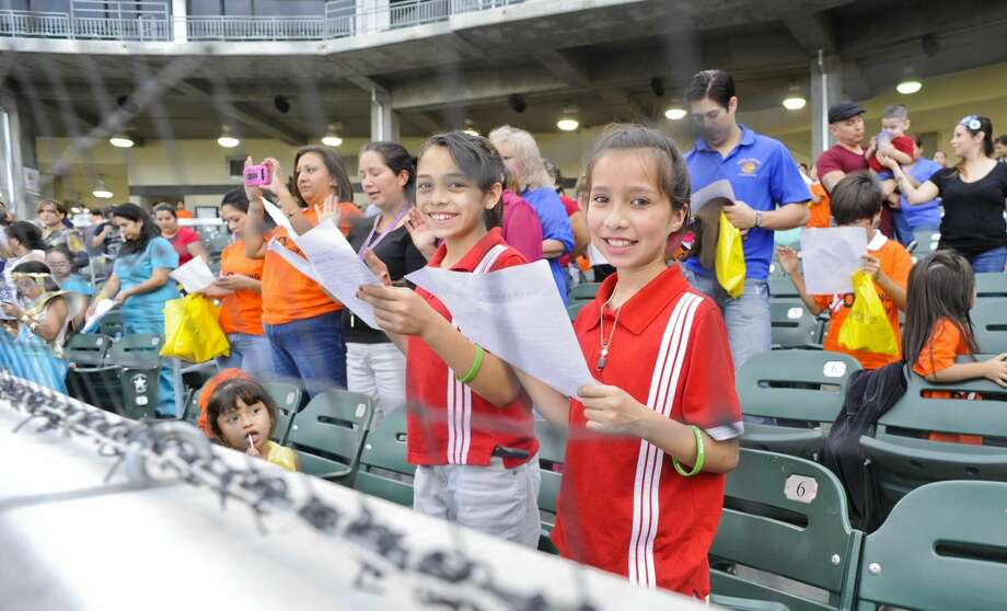 "Children and adults raise their right hand as they pledge to report bullying if they see it happen during PILLAR's Anti-""Boo""llying event Tuesday afternoon at Uni-Trade Stadium. (Photo by Danny Zaragoza/Laredo Morning Times)"