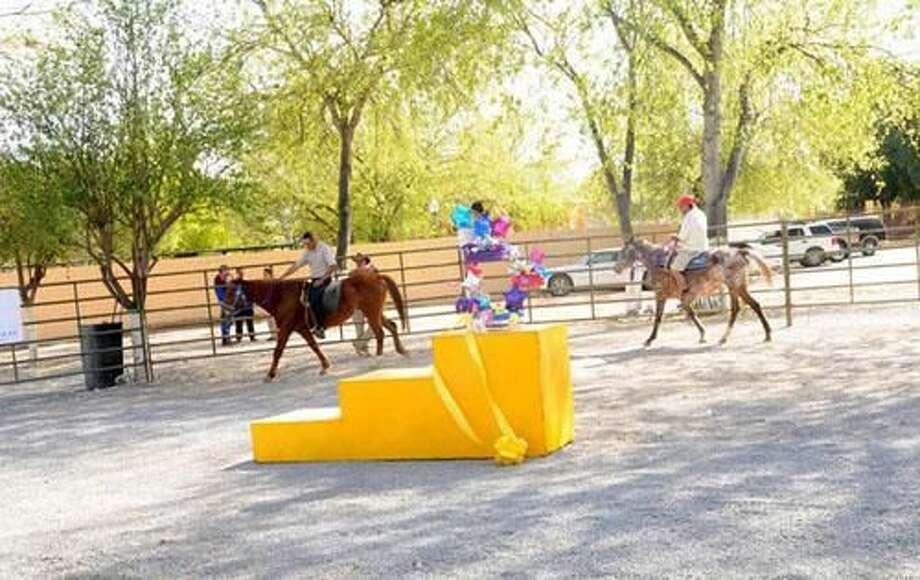 Gobierno de Nuevo LaredoCon la presencia de padres de familia, se inauguró el programa de Equinoterapia 2010 en el Zoológico Regional de Nuevo Laredo, el jueves por la mañana.