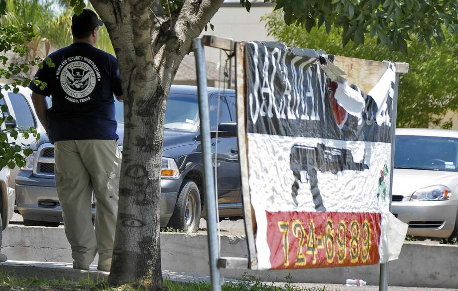 A federal law enforcement agent stands in front of raided the Jacaman Guns & Ammo during the August 2012 raid of the business after allegations of gun smuggling to Mexico. One of the defendants in the case has signed a guilty plea. (Photo by Ulysses S. Romero, File/Laredo Morning Times)